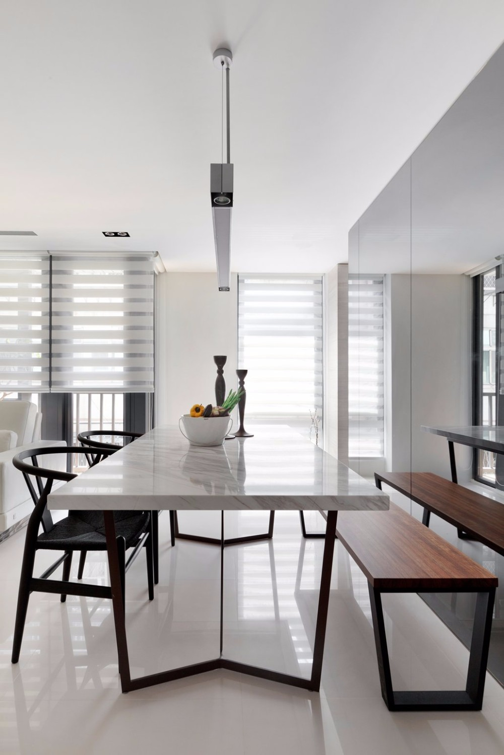 minimalist 20 Timeless Minimalist Dining Rooms with Modern Dining Tables 25 timeless minimalist dining rooms with modern dining tables 14