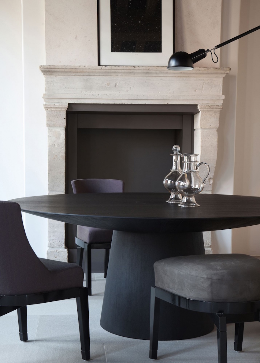 10 gorgeous black dining tables for your modern dining room for Modern black dining table