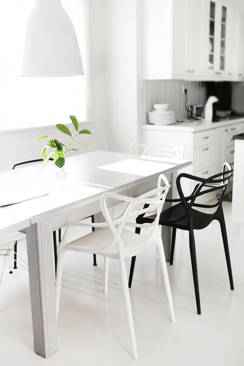Black and white dining table - 10 Modern Black And White Dining Room Sets That Will Inspire You Discover The Season S