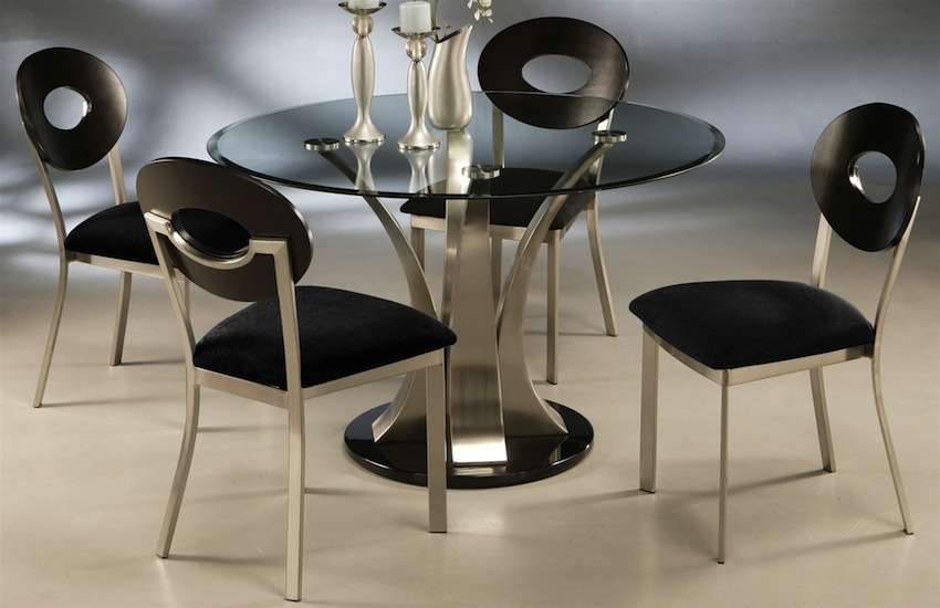 Sleek Round Glass Dining Tables That Make A Stylish Impression ➤ Discover the season's newest designs and inspirations. Visit us at www.moderndiningtables.net #diningtables #homedecorideas #diningroomideas @ModDiningTables