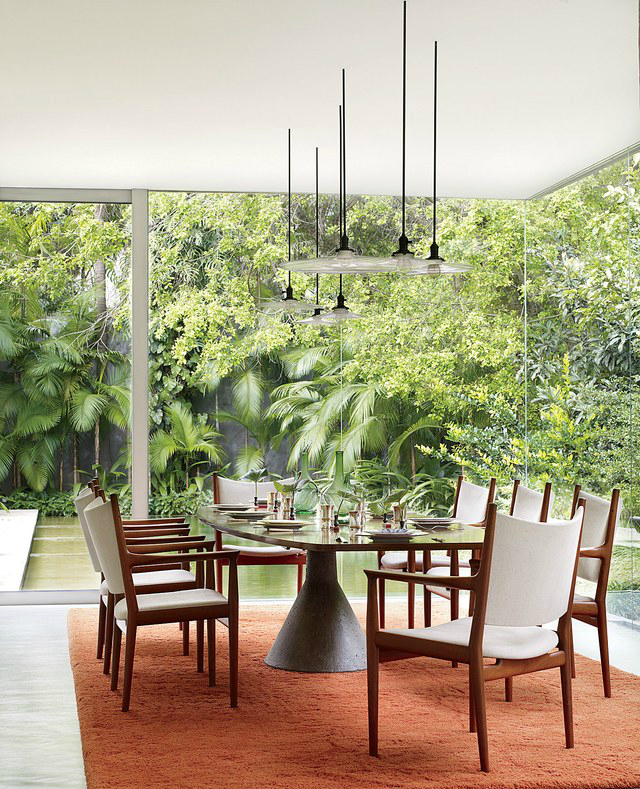 the-dining-room-of-this-sa%cc%83o-paulo-home-by-architect-isay-weinfeld-has-vintage-penda midcentury Midcentury-Modern Dining Rooms The dining room of this Sa  o Paulo home by architect Isay Weinfeld has vintage penda