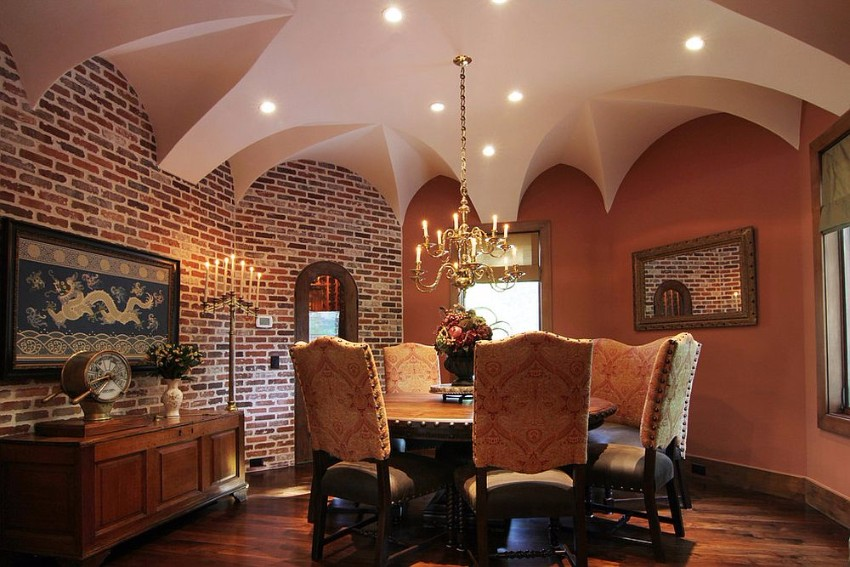 dining-room-finds-a-balance-between-moroccan-and-tuscan-styles moroccan Give your Dining Room a Moroccan Twist Dining room finds a balance between Moroccan and Tuscan styles