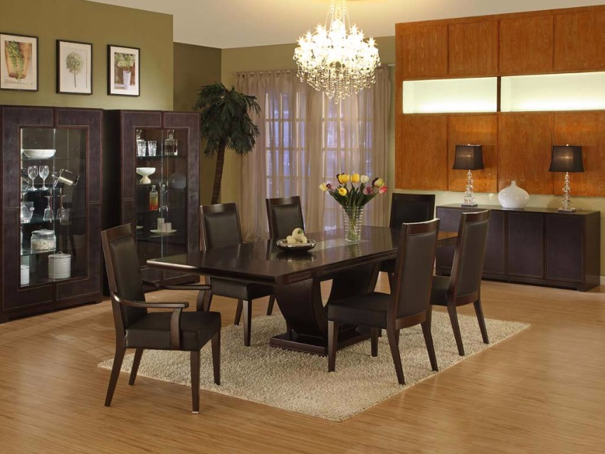 Luxury Crystal Chandelier Decorate Dining Room With Black