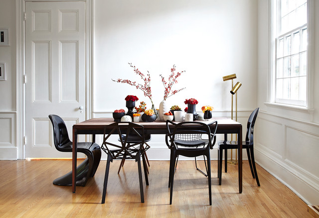 glossy-black-dining-room-chairs-also-nice-table-decoration-on-wooden-dining-table