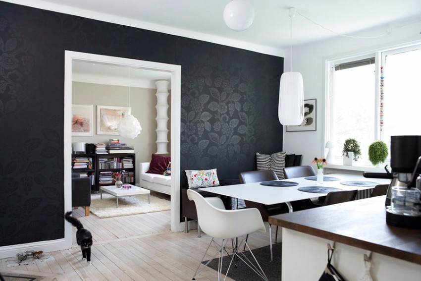 10 black accent walls dining rooms for Black dining room walls