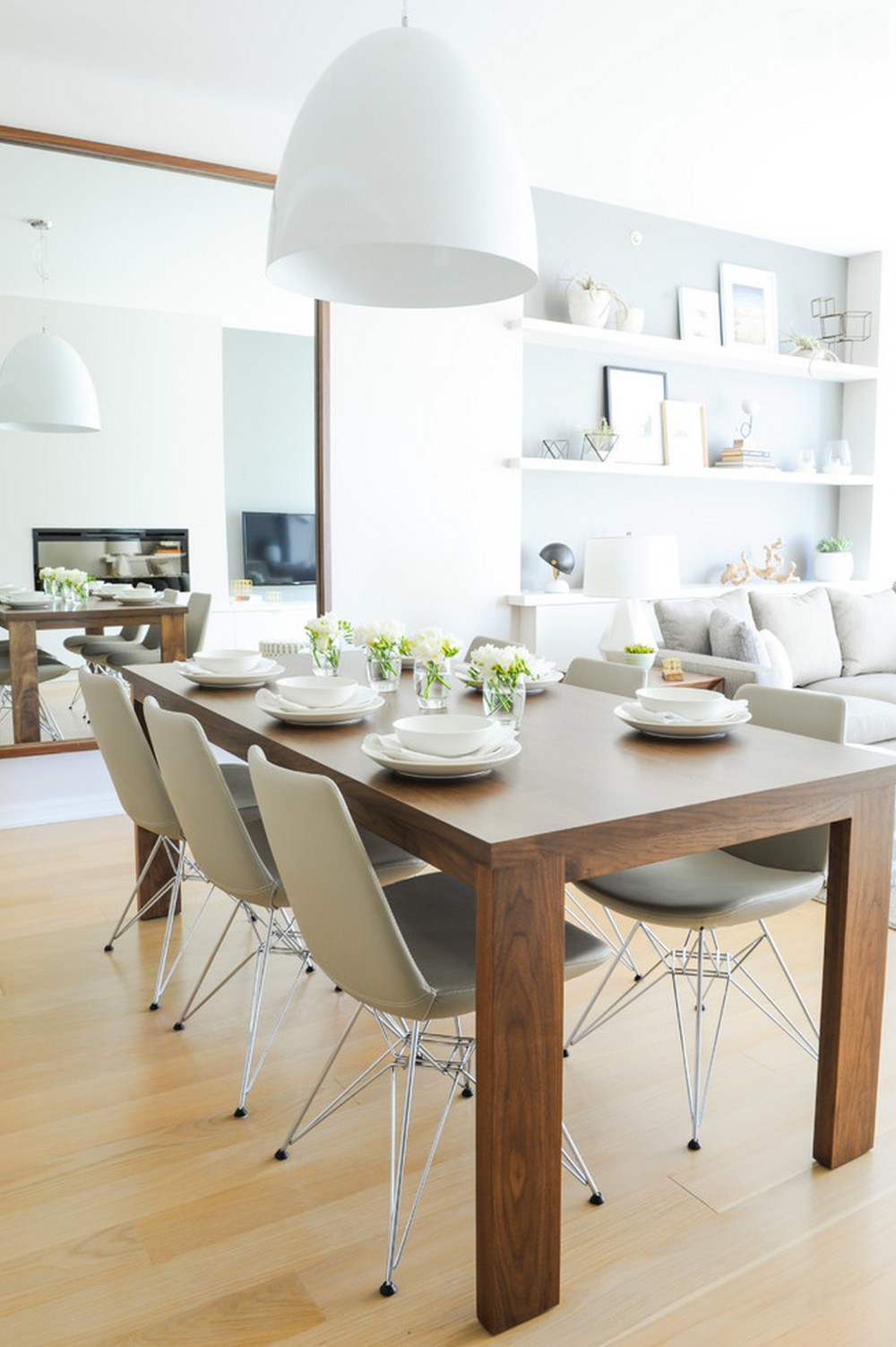 gray Gray and Wood: A Match Made in Design Heaven for your Dining Room 73267543b6b14007058bf12025cc65f8