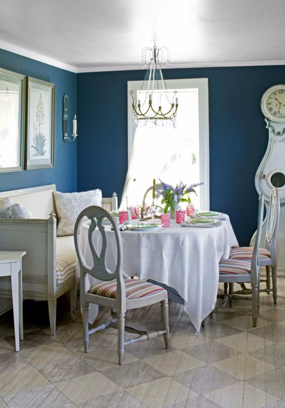 best color for dining room walls | 15 Best Colors for Dining Rooms | Modern Dining Tabless