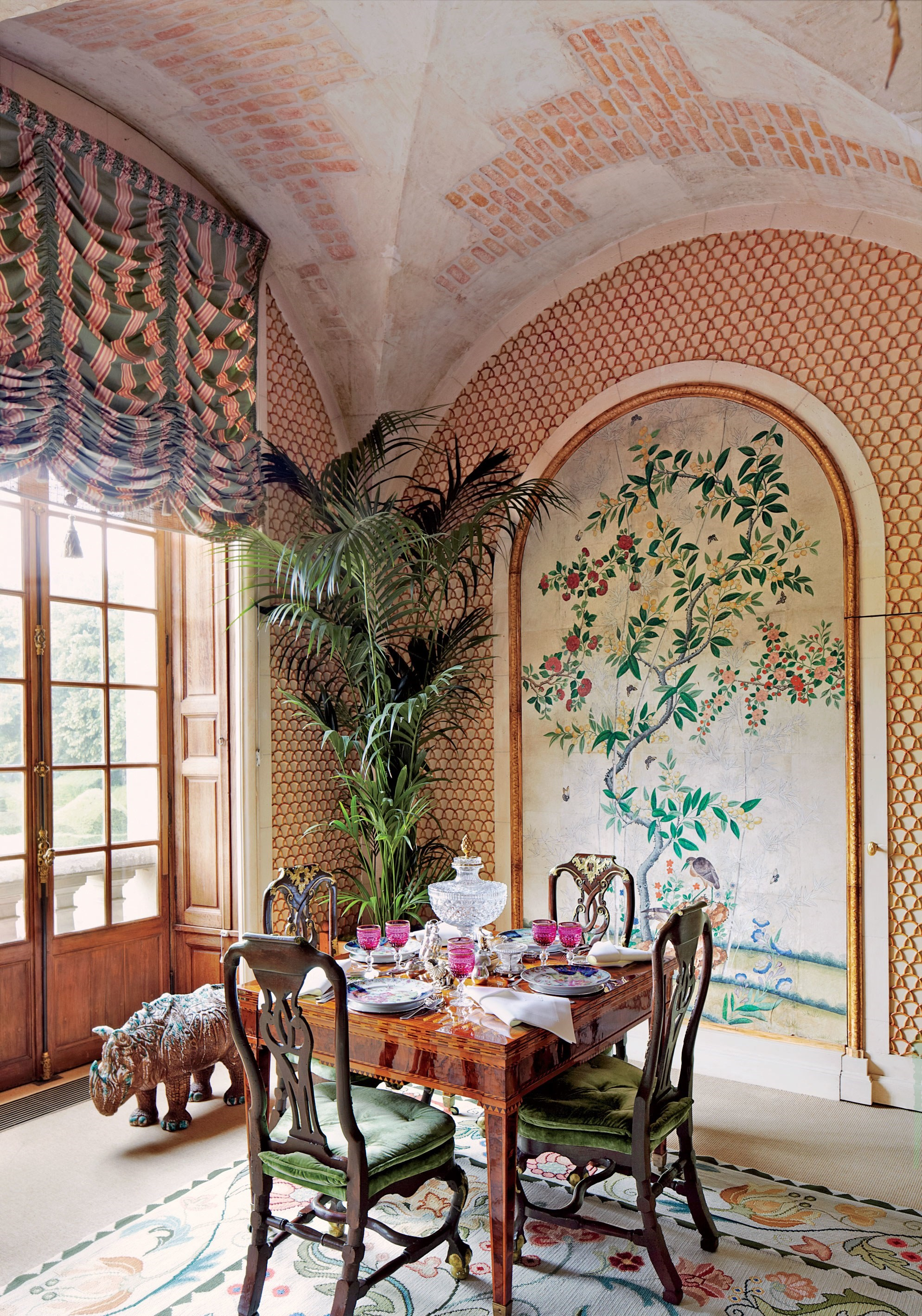 celebrity dining room 10 Celebrity Dining Rooms That You Will Love valentino