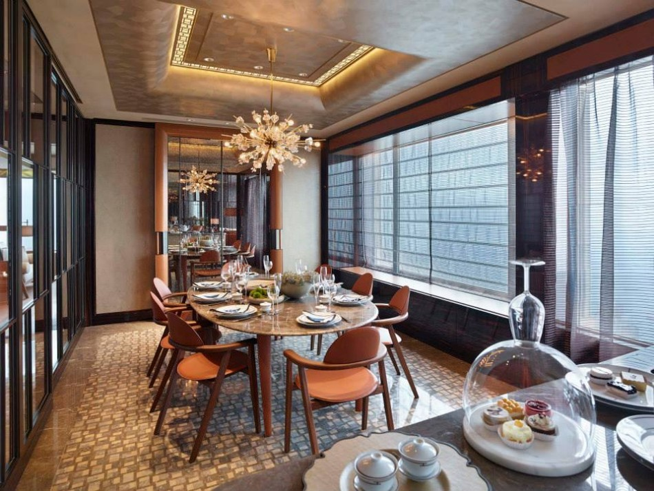 Stunning dining rooms by top interior designers coveted for Dining room hong kong