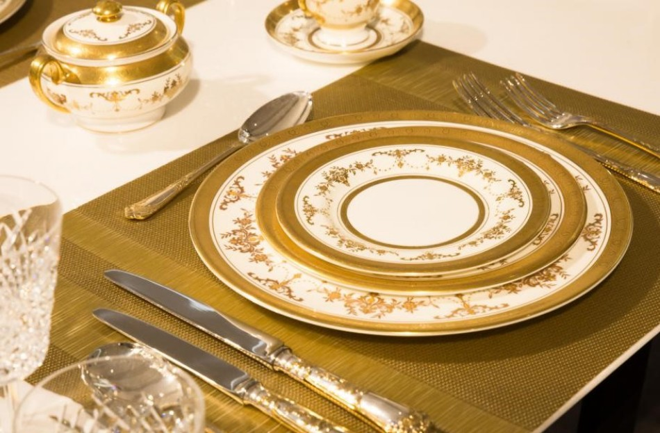 elegant dinner How to Set Your Dining Table For An Elegant Dinner fancy place setting 1