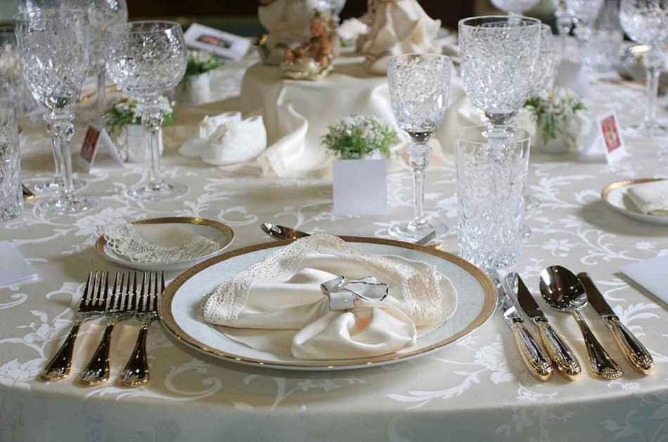 elegant dinner How to Set Your Dining Table For An Elegant Dinner image 1