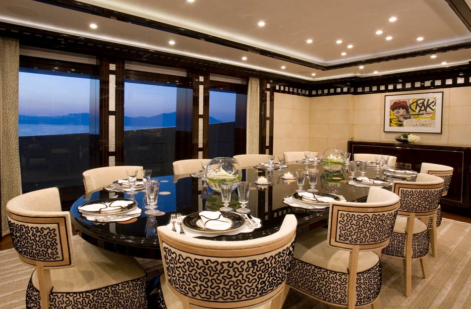 yacht dining table Get Amazed With These Luxurious Yacht Dining Tables 26305 4837575