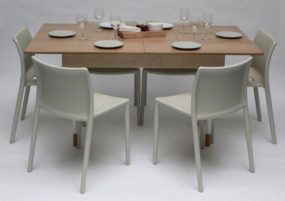 adaptable dining table A Modern Adaptable Dining Table 393603 1280