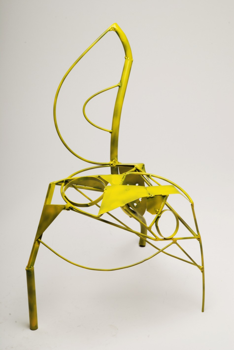 Benjamin Nordsmark Created Art From Modern Dining Chairs | www.bocadolobo.com #diningchairs #artisticchairs #artfurniture #thediningroom #diningarea #diningdesign #moderndiningtable @moderndiningtable modern Dining Chairs Benjamin Nordsmark Created Art From Modern Dining Chairs Benjamin Nordsmark Created Art From Modern Dining Chairs 1