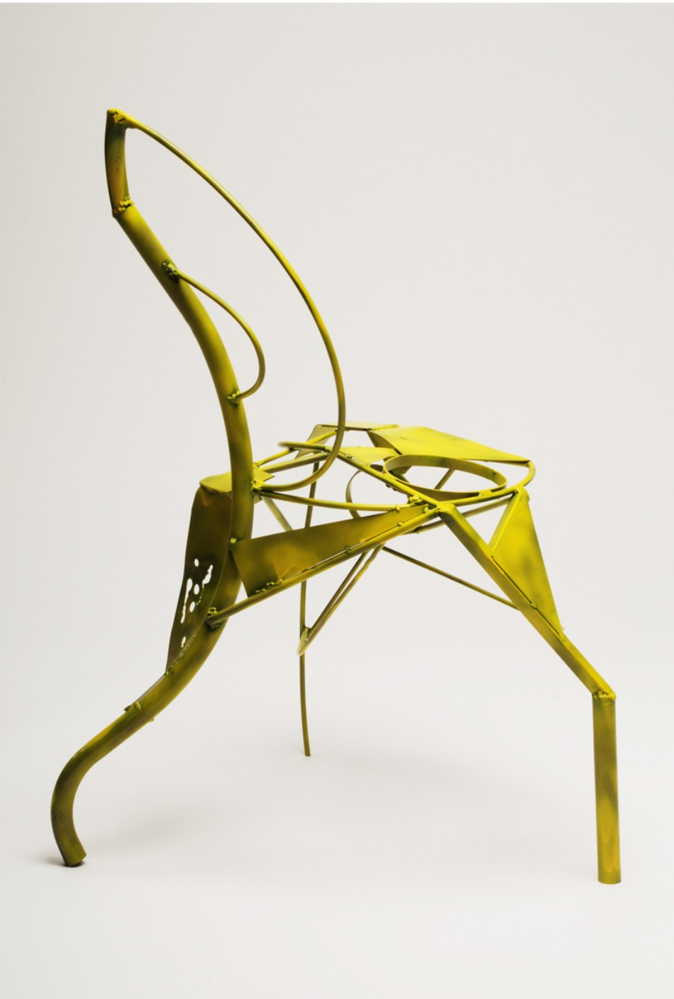 Benjamin Nordsmark Created Art From Modern Dining Chairs | www.bocadolobo.com #diningchairs #artisticchairs #artfurniture #thediningroom #diningarea #diningdesign #moderndiningtable @moderndiningtable modern Dining Chairs Benjamin Nordsmark Created Art From Modern Dining Chairs Benjamin Nordsmark Created Art From Modern Dining Chairs 9