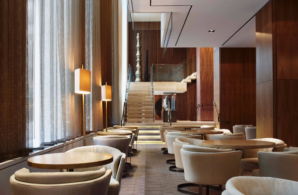 Luxury Hotels the Most Amazing Dining Areas Designed by Yabu Pushelberg | www.bocadolobo.com #luxury #luxurybrands #luxurious #moderndningtables #diningroom #thediningroom #diningarea #diningspace #diningtable #interiordesigners #interiordesign #topinteriordesigners #famousinteriordesigners #famousinteriordesigners @moderndiningtables
