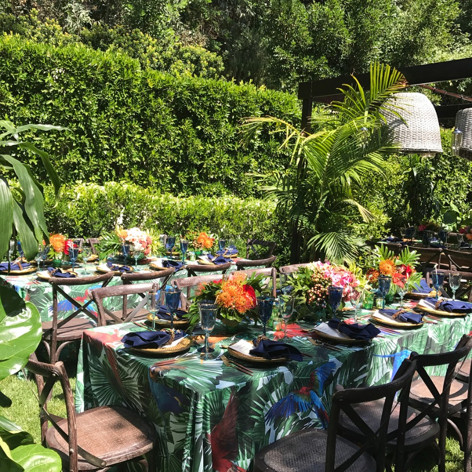 Sofia Vergara Turned Her Backyard Into A Sophisticated Dinner Party | www.bocadolobo.com #sofiavergara #diningroom #thediningroom #outdoordinner #moderndiningtable @moderndiningtables