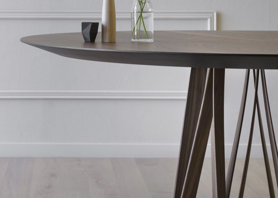 These Modern Dining Tables Are Inspired By Meter Sticks | www.bocadolobo.com #diningroom #diningarea #thediningroom #diningtable #interiordesign @moderndiningtables Modern Dining Table These Modern Dining Tables Are Inspired By Meter Sticks These Modern Dining Tables Are Inspired By Meter Sticks 7