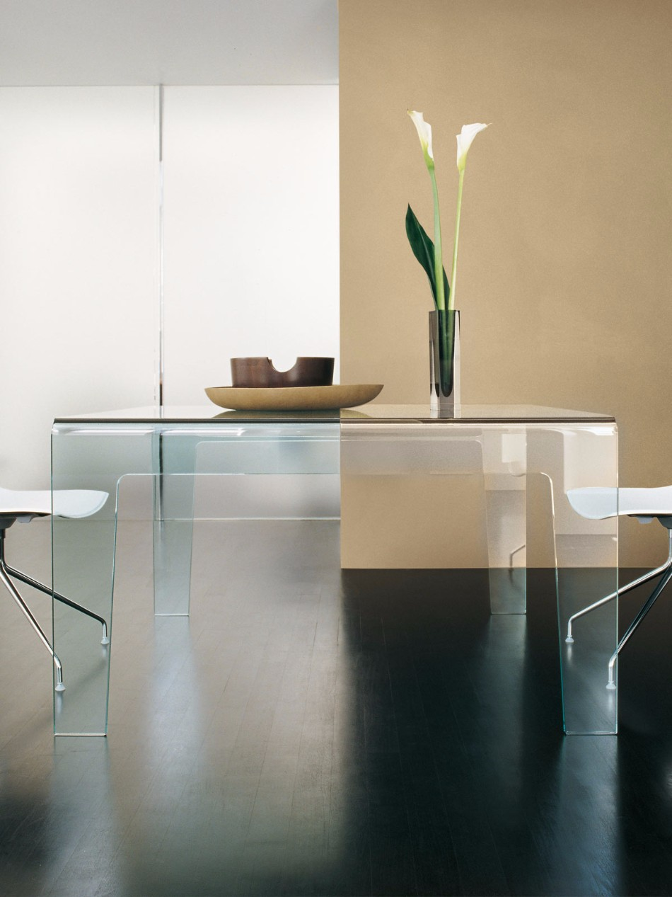 10 Glass Dining Tables | www.bocadolobo.com #glasstables #diningtables #diningroom #thediningroom #diningarea #diningareadesign #luxuryinteriors #luxurybrands #luxury #glass @moderndiningtables