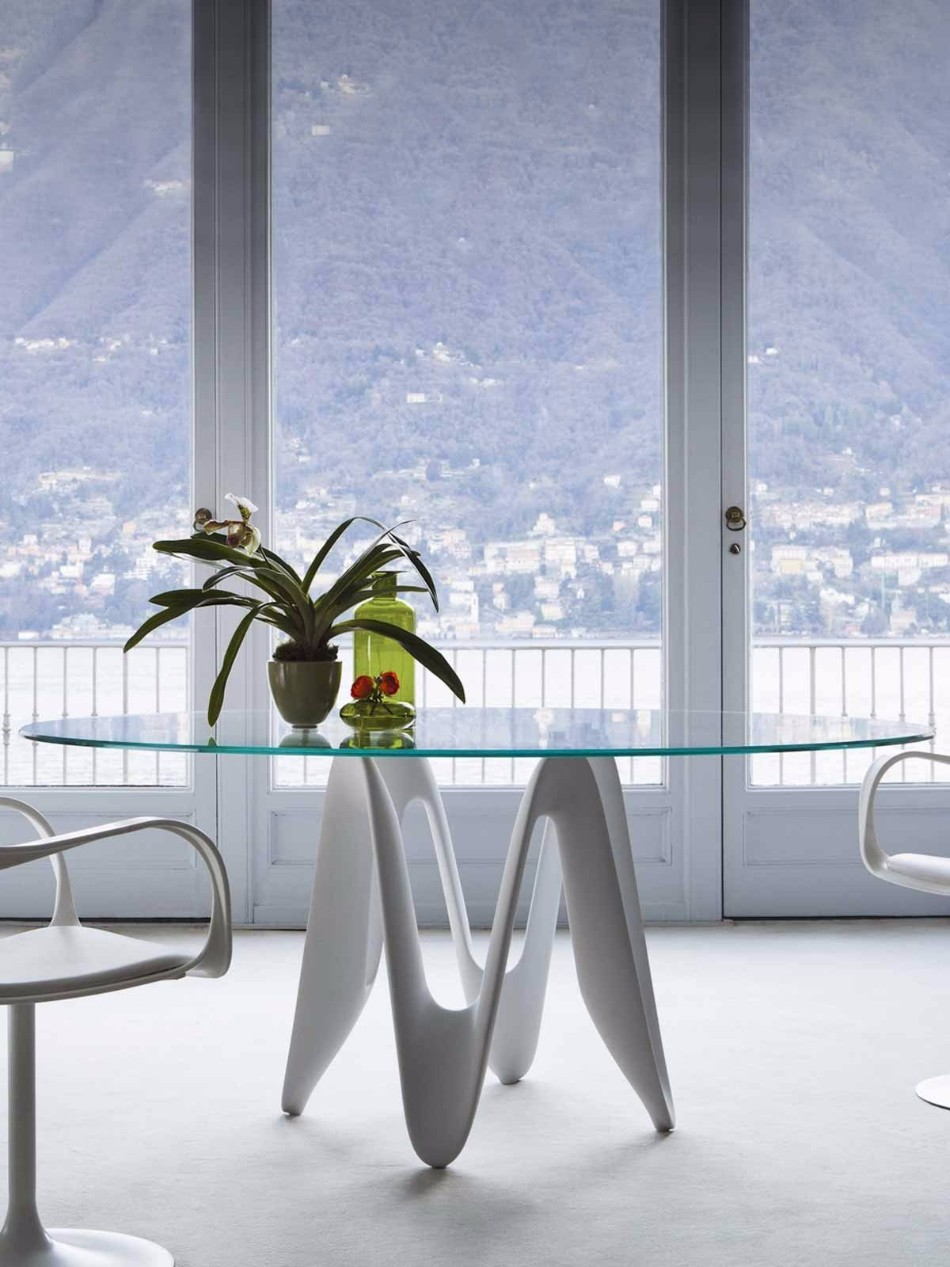 10 Glass Modern Dining Tables | www.bocadolobo.com #glasstables #diningtables #diningroom #thediningroom #diningarea #diningareadesign #luxuryinteriors #luxurybrands #luxury #glass @moderndiningtables