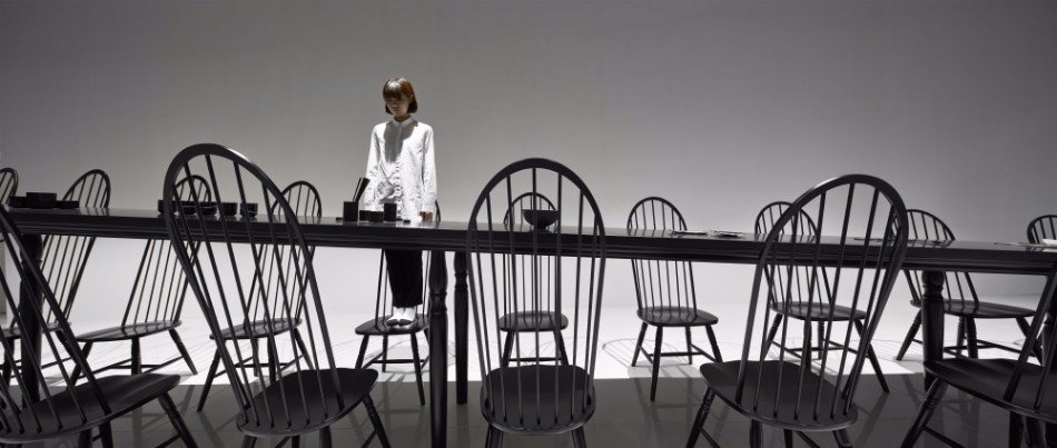 Amazing Optical Illusion Table In Japan | www.bocadolobo.com #moderndiningtables #diningroom #thediningroom #art #diningarea #diningareadesign #luxurybrands #luxuryworld #creative @moderndiningtables dining table Amazing Optical Illusion Dining Table In Japan Amazing Optical Illusion Dining Table In Japan 6