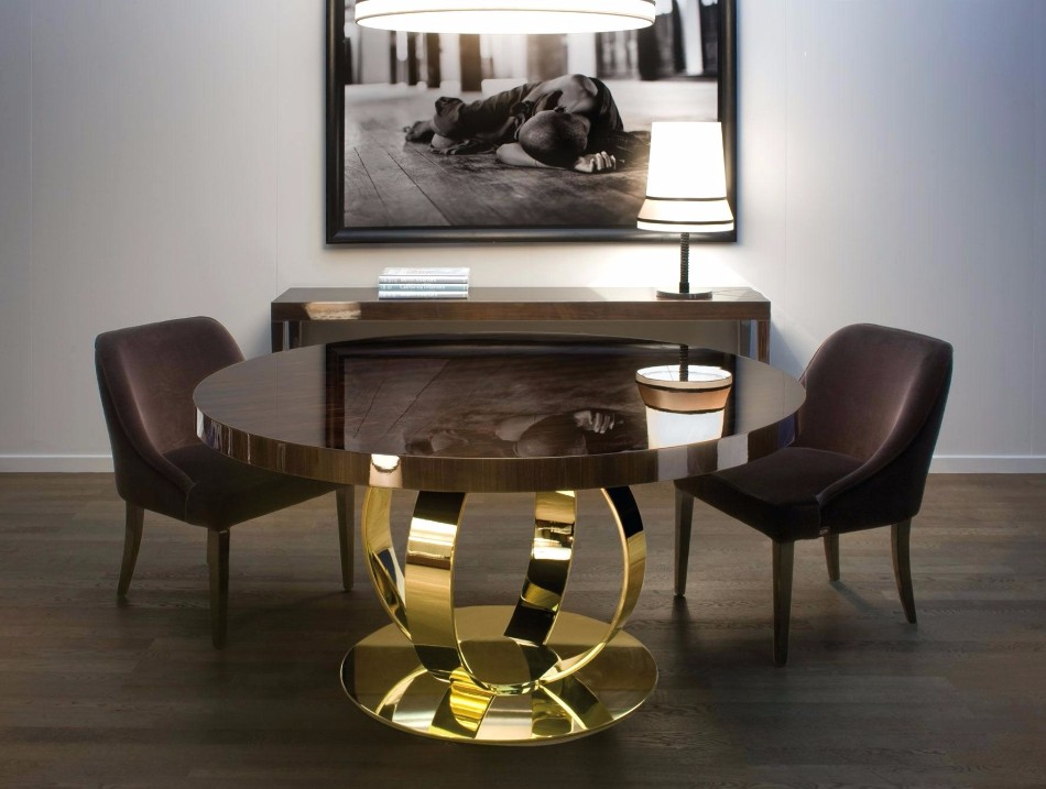How to Choose the Perfect Dining Table for Luxury Dining Rooms | www.bocadolobo.com #diningtables #moderndiningtables #diningroom #thediningroom #diningarea #diningareadesign #roomdesign #interiordesign #gold #interiordesigners #famousbrands #luxurybrands @moderndiningtables luxury dining rooms How to Choose the Perfect Dining Table for Luxury Dining Rooms How to Choose the Perfect Dining Table for Luxury Dining Rooms 10