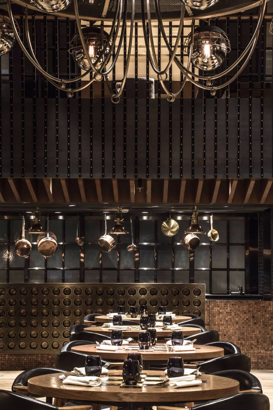 Luxury Dining Areas By Joyce Wang | www.bocadolobo.com #moderndiningtables #diningtables #diningroom #thediningroom #diningarea #diningareadesign #roomdesign #exclusivedesign #interiordesign #topinteriordesigners #famousinteriordesigners #bestinteriordesigners #luxurydiningroom #thediningroom #luxuryrestaurants #restaurants @moderndiningtables