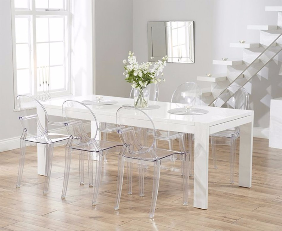 10 Brilliant Ideas Of All-White Dining Rooms | www.bocadolobo.com #moderndiningtables #diningarea #thediningarea #diningareadesign #white #luxury #allwhite #interiordesign #homedecorideas @moderndiningtables Dining Room 10 Brilliant Ideas Of All-White Dining Rooms 10 Brilliant Ideas Of All White Dining Rooms 6