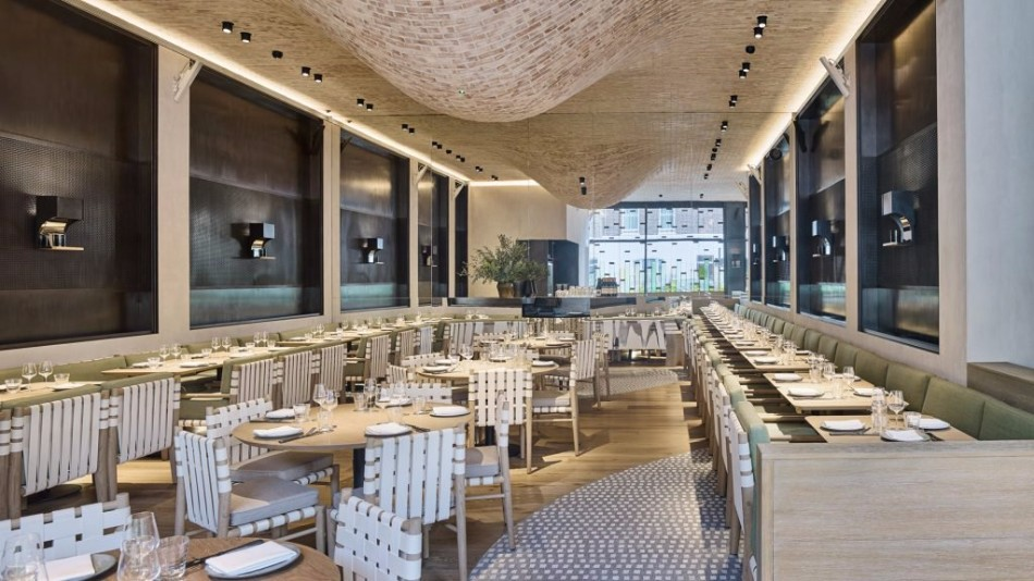 A Luxury Restaurant With The Most Creative Walls and Ceiling | www.bocadolobo.com #luxuryrestaurant #restaurant #architecture #exclusivedesign #interiordesign #moderndiningtables #diningtables #diningarea #diningroom #thediningroom #roomdesign #diningroomdesign #diningareadesign @moderndiningtables luxury restaurant A Luxury Restaurant With The Most Creative Walls and Ceiling A Luxury Restaurant With The Most Creative Walls and Ceiling 10