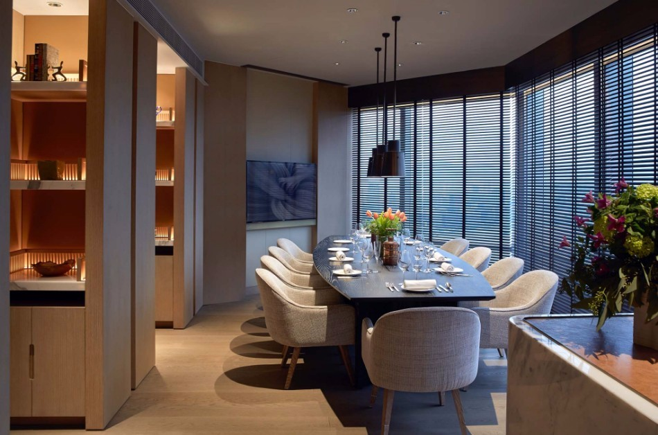 Amazing Dining Tables Choices By Top Interior Designers Worldwide | www.bocadolobo.com #moderndiningtables #diningroom #diningroomdesign #diningarea #thediningroom #luxurybrands #topinteriordesigners #famousinteriordesigners #bestinteriordesigners #luxurybrands #interiordesign #exclusivedesign @moderndiningtables top interior designers Amazing Dining Rooms By Top Interior Designers Worldwide AB Concept 6