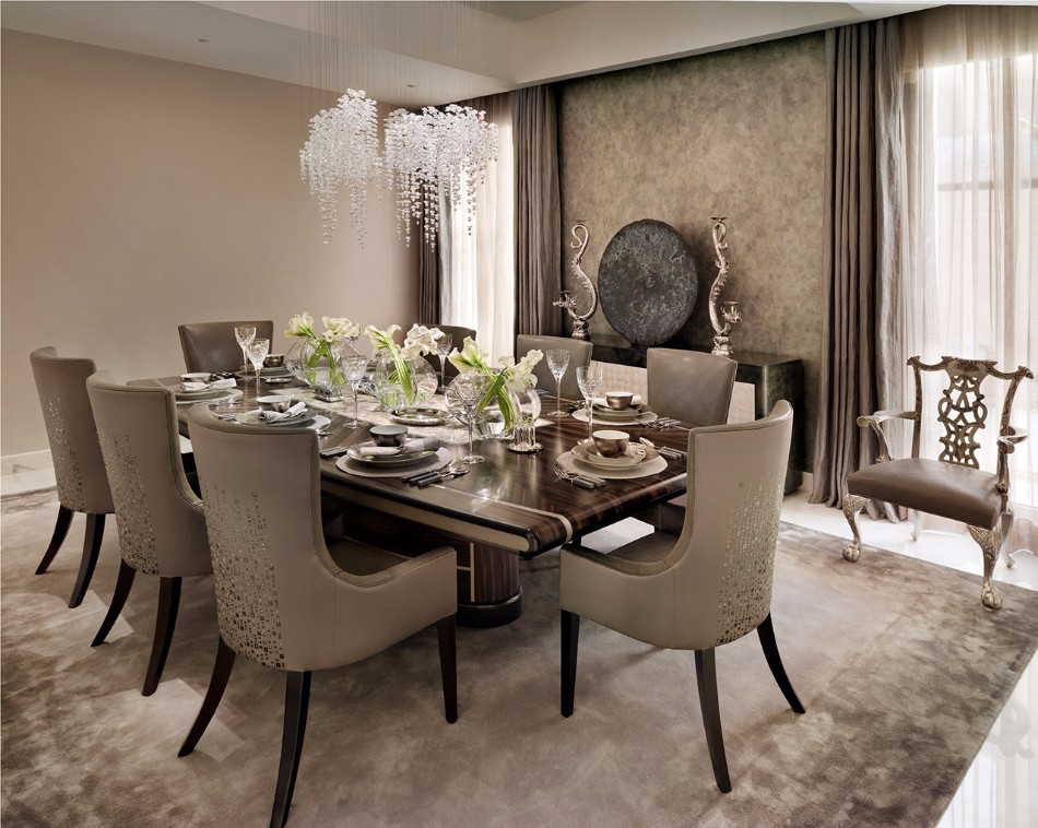 Stunning Dining Rooms Designed By Katharine Pooley | www.bocadolobo.com #moderndiningtables #diningroom #thediningroom #diningarea #diningareadesign #roomdesign #luxurybrands #exclusivedesign #famousinteriordesigners #topinteriordesigners #interiordesign #interiordesigners @moderndiningtables katharine pooley Stunning Dining Rooms Designed By Katharine Pooley Stunning Dining Rooms Designed By Katharine Pooley 5