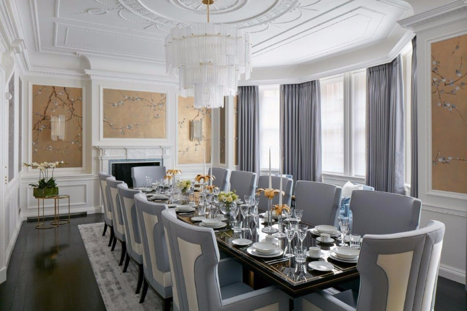 Stunning Dining Rooms Designed By Katharine Pooley | www.bocadolobo.com #moderndiningtables #diningroom #thediningroom #diningarea #diningareadesign #roomdesign #luxurybrands #exclusivedesign #famousinteriordesigners #topinteriordesigners #interiordesign #interiordesigners @moderndiningtables katharine pooley Stunning Dining Rooms Designed By Katharine Pooley Stunning Dining Rooms Designed By Katharine Pooley 8
