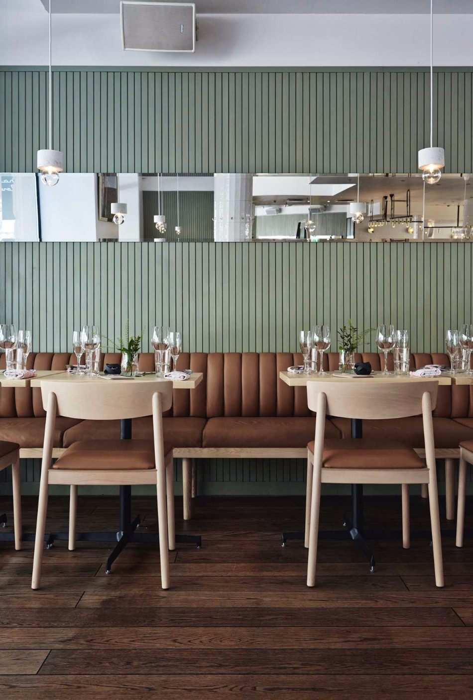 This Luxury Restaurant Design is Inspired by 1940s Kiosks | www.bocadolobo.com #restaurants #luxuryrestaurants #diningroom #diningarea #thediningroom #moderndiningtables #diningtables #tables #roomdesign #interiordesign #exclusivedesign #luxury @moderndiningtables