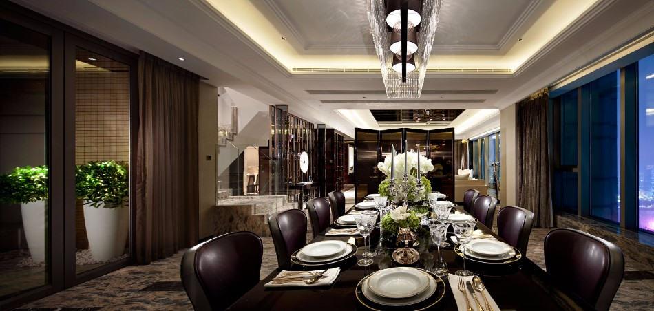Luxury Dining Room Ideas by Top Interior Designers in Hong Kong | www.bocadolobo.com #hongkong #interiordesign #topinteriordesigners #moderndiningtables #diningtables #diningroom #thediningroom #diningarea #luxurybrands #exclusivedesign #bestinteriordesigners @moderndiningtables