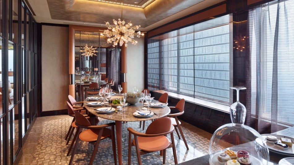 Luxury Dining Room Ideas by Top Interior Designers in Hong Kong | www.bocadolobo.com #hongkong #interiordesign #topinteriordesigners #moderndiningtables #diningtables #diningroom #thediningroom #diningarea #luxurybrands #exclusivedesign #bestinteriordesigners @moderndiningtables Top Interior Designers Luxury Dining Room Ideas by Top Interior Designers in Hong Kong Luxury Dining Room Ideas by Top Interior Designers in Hong Kong 3