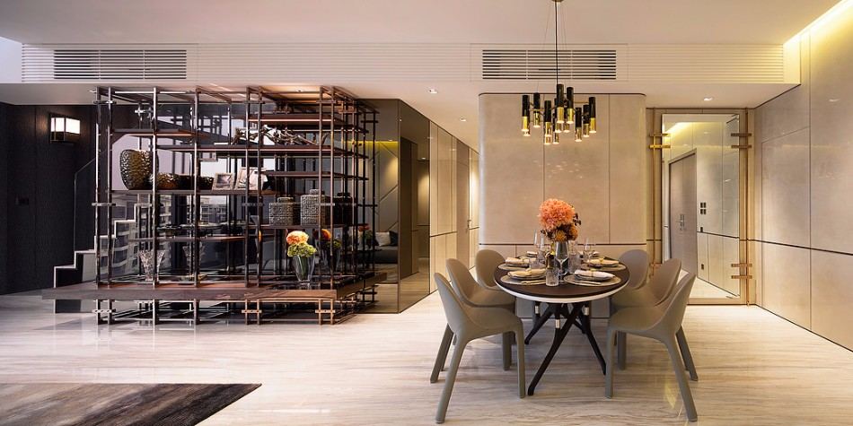 Luxury Dining Room Ideas by Best Interior Designers in Hong Kong | www.bocadolobo.com #hongkong #interiordesign #topinteriordesigners #moderndiningtables #diningtables #diningroom #thediningroom #diningarea #luxurybrands #exclusivedesign #bestinteriordesigners @moderndiningtables