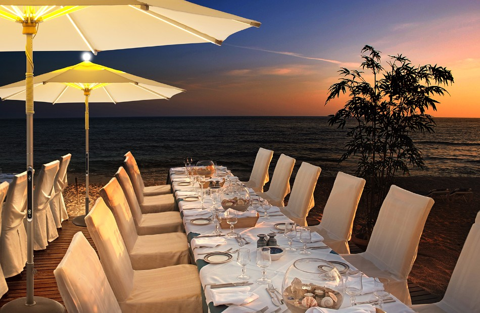 The Illuminated Parasol You'll Need in Your Outdoor Dining Room | www.bocadolobo.com #diningroom #diningarea #thediningroom #outdoor #outdoordinner #diningtables #moderndiningtables #luxurybrands #exclusivedesign @moderndiningtables outdoor dining The Illuminated Parasol You'll Need in Your Outdoor Dining Room The Illuminated Parasol You   ll Need in Your Outdoor Dining Room 10