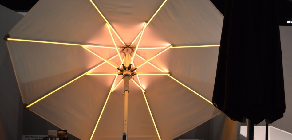 The Illuminated Parasol You'll Need in Your Outdoor Dining Room | www.bocadolobo.com #diningroom #diningarea #thediningroom #outdoor #outdoordinner #diningtables #moderndiningtables #luxurybrands #exclusivedesign @moderndiningtables outdoor dining The Illuminated Parasol You'll Need in Your Outdoor Dining Room The Illuminated Parasol You   ll Need in Your Outdoor Dining Room 5