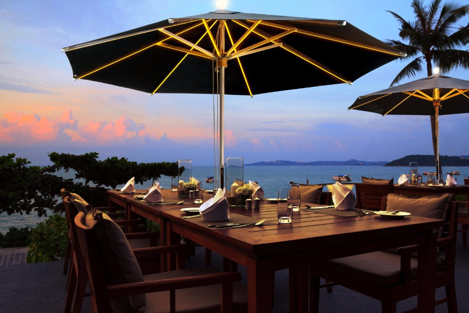 The Illuminated Parasol You'll Need in Your Outdoor Dining Room | www.bocadolobo.com #diningroom #diningarea #thediningroom #outdoor #outdoordinner #diningtables #moderndiningtables #luxurybrands #exclusivedesign @moderndiningtables outdoor dining The Illuminated Parasol You'll Need in Your Outdoor Dining Room The Illuminated Parasol You   ll Need in Your Outdoor Dining Room 7