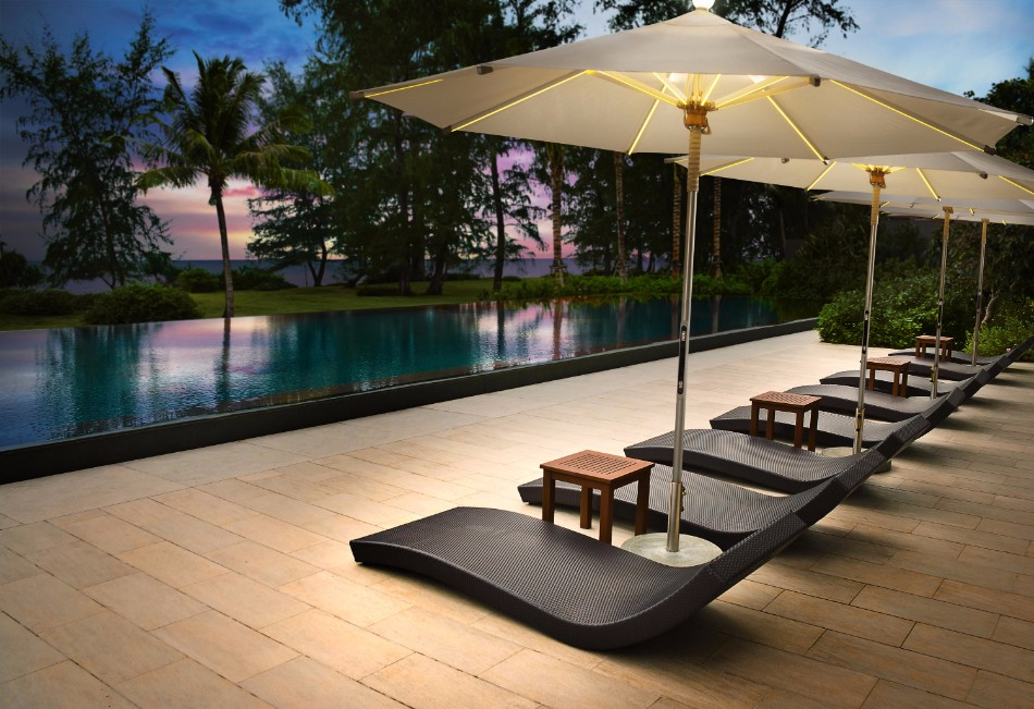 The Illuminated Parasol You'll Need in Your Outdoor Dining Room | www.bocadolobo.com #diningroom #diningarea #thediningroom #outdoor #outdoordinner #diningtables #moderndiningtables #luxurybrands #exclusivedesign @moderndiningtables outdoor dining The Illuminated Parasol You'll Need in Your Outdoor Dining Room The Illuminated Parasol You   ll Need in Your Outdoor Dining Room 8