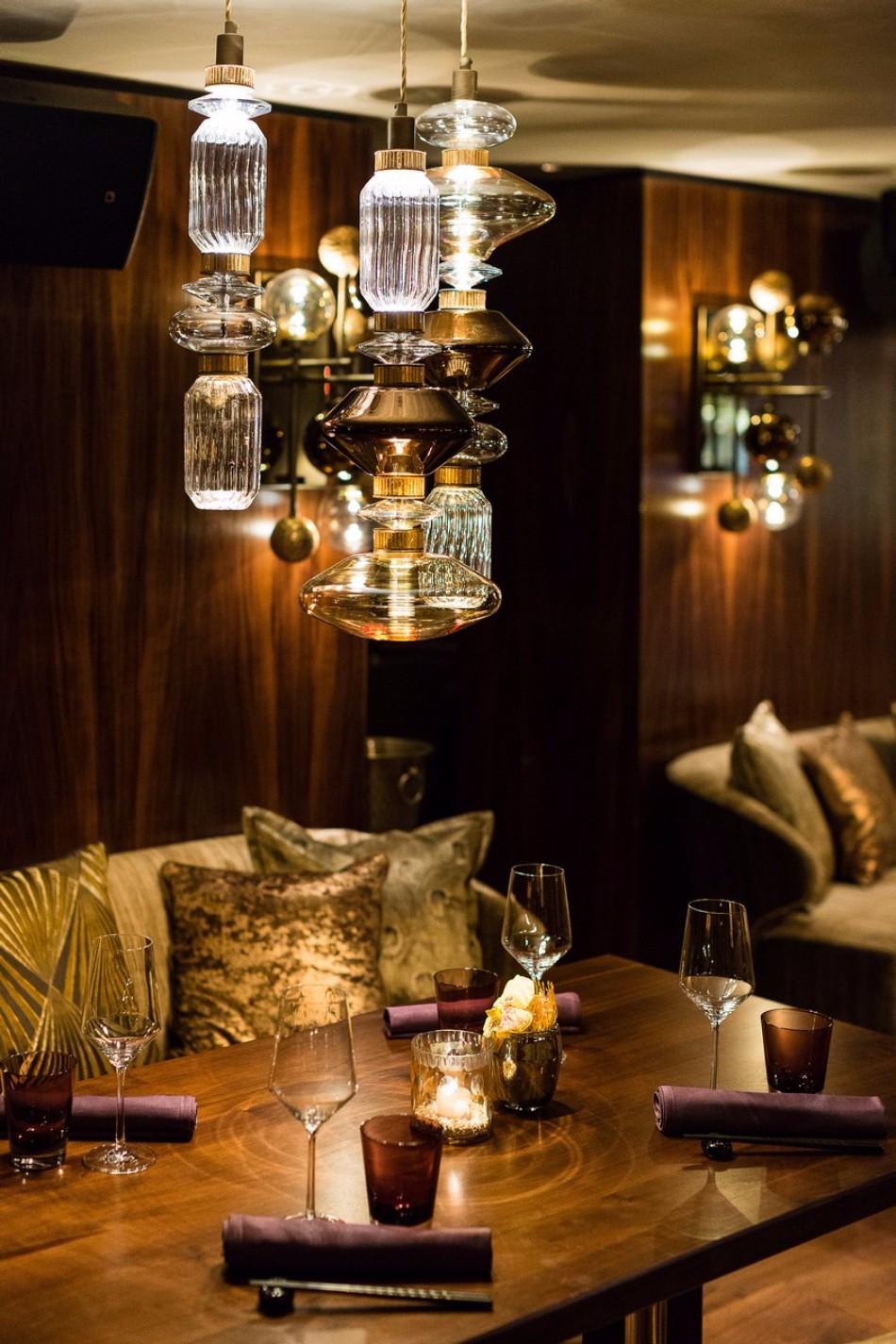 The Stunning Interior Design of the Luxury Restaurant Nikkei Nine | www.bocadolobo.com #interiordesign #homedecorideas #decorations #homedecor #luxurybrands #luxuryrestaurants #exclusivedesign #restaurants #luxury @homedecorideas luxury restaurant The Stunning Interior Design of the Luxury Restaurant Nikkei Nine The Stunning Interior Design of the Luxury Restaurant Nikkei Nine 5