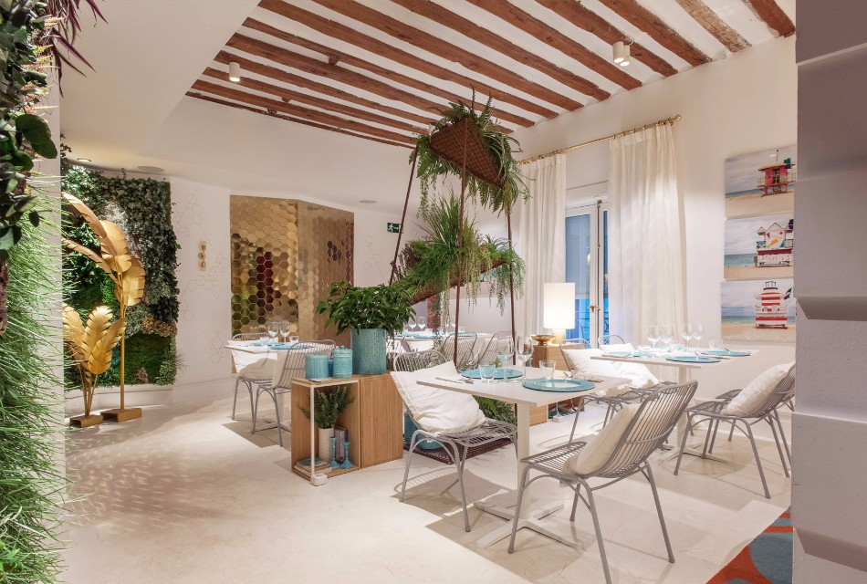 Top Interior Designers Marvelous Restaurant Flamingo by Marisa Gallo | www.bocadolobo.com #topinteriordesigners #moderndiningtables #diningareas #diningrooms #thediningroom #restaurants #luxuryrestaurants #interiordesign #exclusivedesign #luxurybrands @moderndiningtables