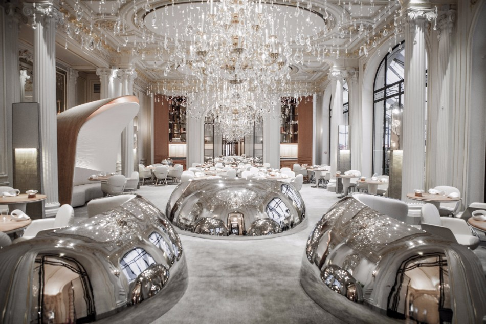 10 Super Chic and Sophisticated Luxury Restaurants in Paris | www.bocadolobo.com #luxuryrestaurants #restaurants #parisrestaurants #restaurantdesign #moderndiningtables #diningarea #diningroom #diningdesign #roomdesign @moderndiningtables luxury restaurants 10 Super Chic and Sophisticated Luxury Restaurants in Paris 10 Super Chic and Sophisticated Luxury Restaurants in Paris 5