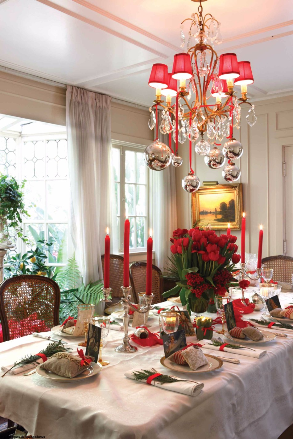 5 Ideas on How to Prepare The Best Dining Table Decor for Christmas | www.bocadolobo.com #moderndiningtables #diningroom #thediningroom #diningtable #christmas #christmasdecor #tableware #tabledecor @moderndiningtables dining table decor 5 Ideas on How to Prepare The Best Dining Table Decor for Christmas 5 Ideas on How to Prepare The Best Dining Table Decor for Christmas 10