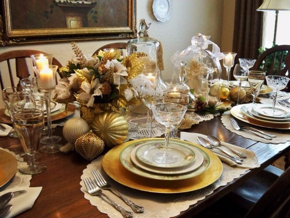 5 Ideas on How to Prepare The Best Dining Table Decor for Christmas | www.bocadolobo.com #moderndiningtables #diningroom #thediningroom #diningtable #christmas #christmasdecor #tableware #tabledecor @moderndiningtables dining table decor 5 Ideas on How to Prepare The Best Dining Table Decor for Christmas 5 Ideas on How to Prepare The Best Dining Table Decor for Christmas 3