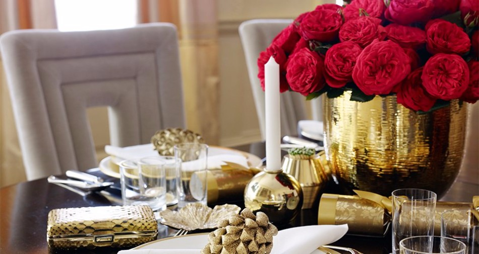 5 Ideas on How to Prepare The Best Dining Table Decor for Christmas | www.bocadolobo.com #moderndiningtables #diningroom #thediningroom #diningtable #christmas #christmasdecor #tableware #tabledecor @moderndiningtables