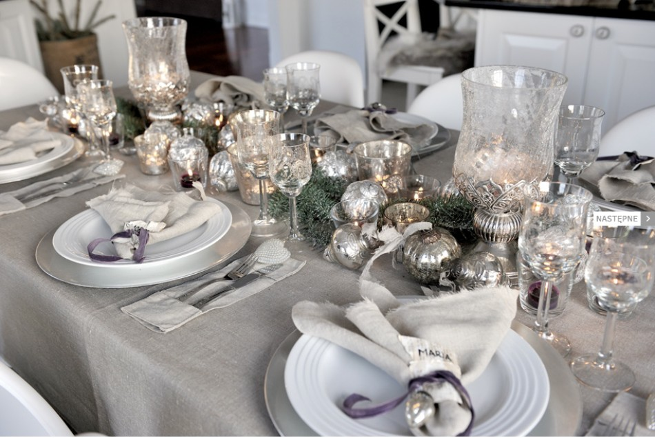 5 Ideas on How to Prepare The Best Dining Table Decor for Christmas | www.bocadolobo.com #moderndiningtables #diningroom #thediningroom #diningtable #christmas #christmasdecor #tableware #tabledecor @moderndiningtables dining table decor 5 Ideas on How to Prepare The Best Dining Table Decor for Christmas 5 Ideas on How to Prepare The Best Dining Table Decor for Christmas 5