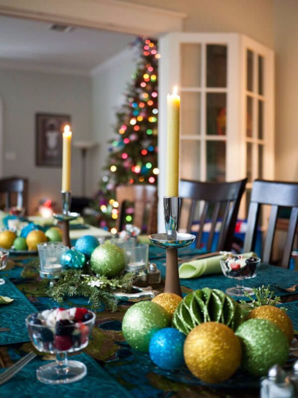 5 Ideas on How to Prepare The Best Dining Table Decor for Christmas | www.bocadolobo.com #moderndiningtables #diningroom #thediningroom #diningtable #christmas #christmasdecor #tableware #tabledecor @moderndiningtables dining table decor 5 Ideas on How to Prepare The Best Dining Table Decor for Christmas 5 Ideas on How to Prepare The Best Dining Table Decor for Christmas 8