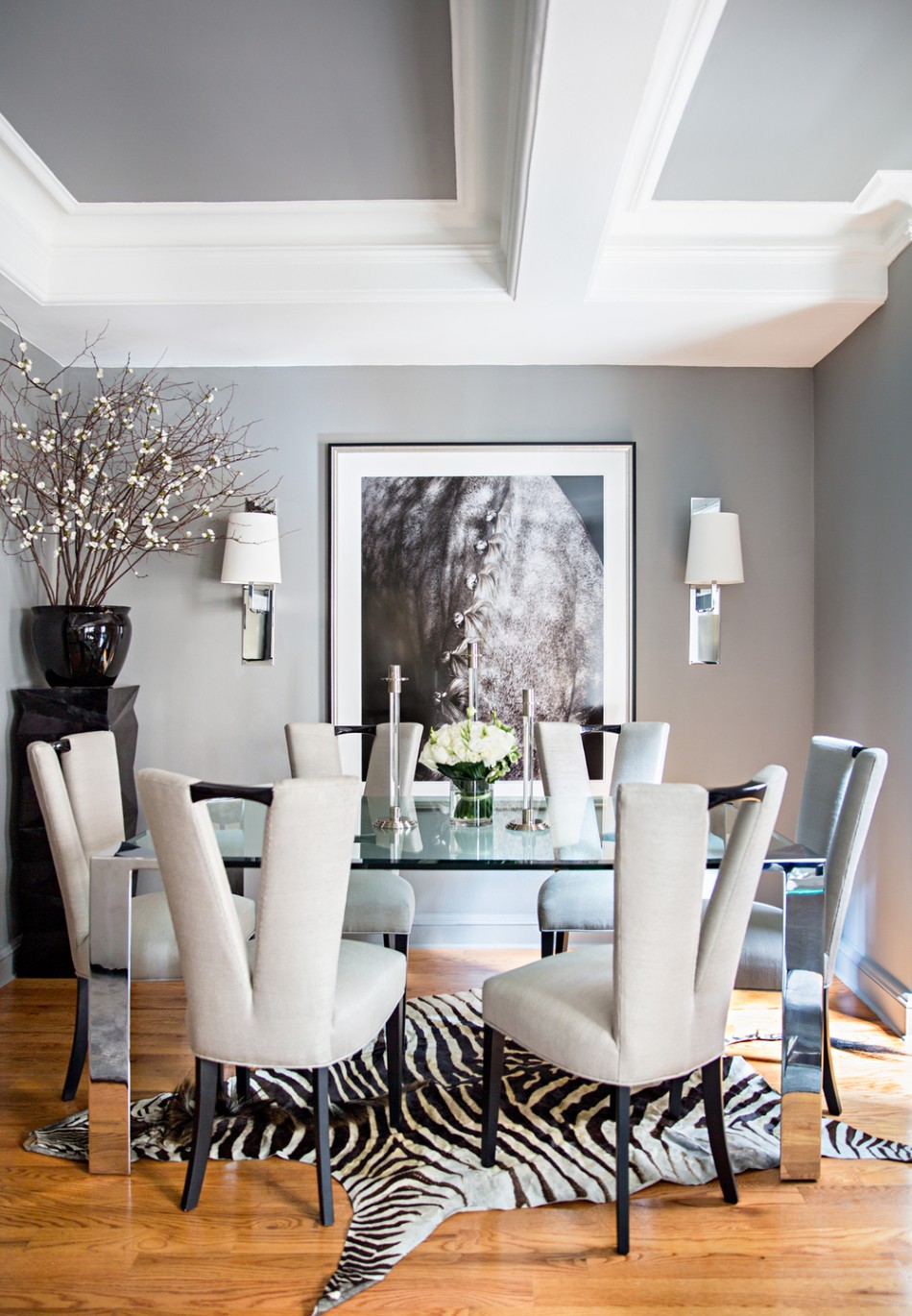 Outstanding Dining Room Ideas by 2018's AD100 Designers | www.moderndiningtables #moderndiningtables #diningroom #diningarea #interiordesign #exclusivedesign #interiordesigners #ad100 #topinteriordesigners @moderndiningtables dining room decor Outstanding Dining Room Decor Ideas by 2018's AD100 Designers Outstanding Dining Room Decor Ideas by 2018   s AD100 Designers 9