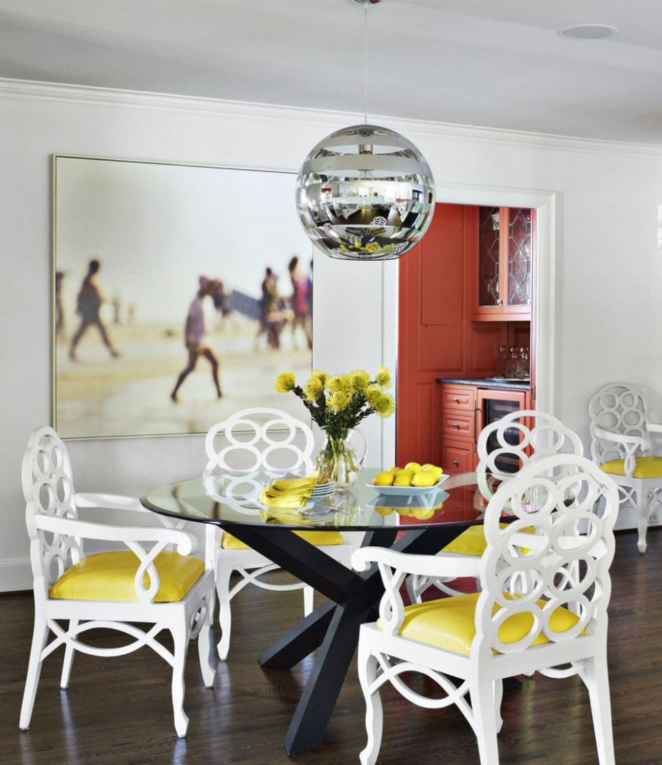 10 Different Ways to Make A Statement in Your Dining Room | www.bocadolo.com #diningroom #diningarea #statementpieces #interiordesign #exclusivedesign #moderndiningtables @moderndiningtables